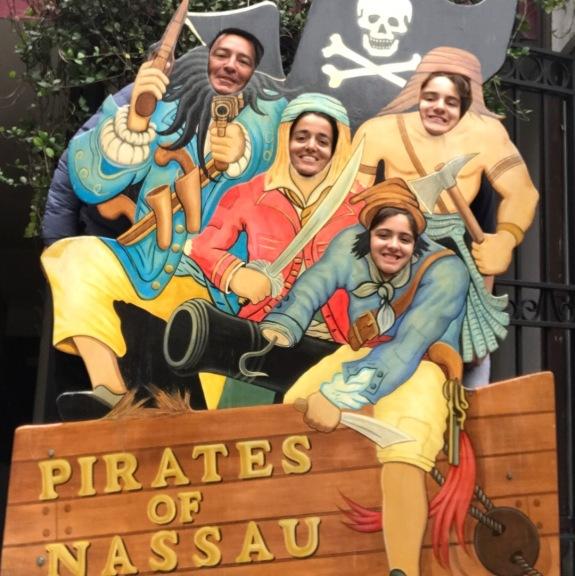In Nassau, visiting the museum Visitando o Museu em Nassau