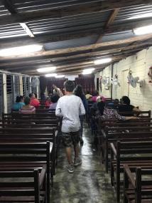 Entrando na igreja